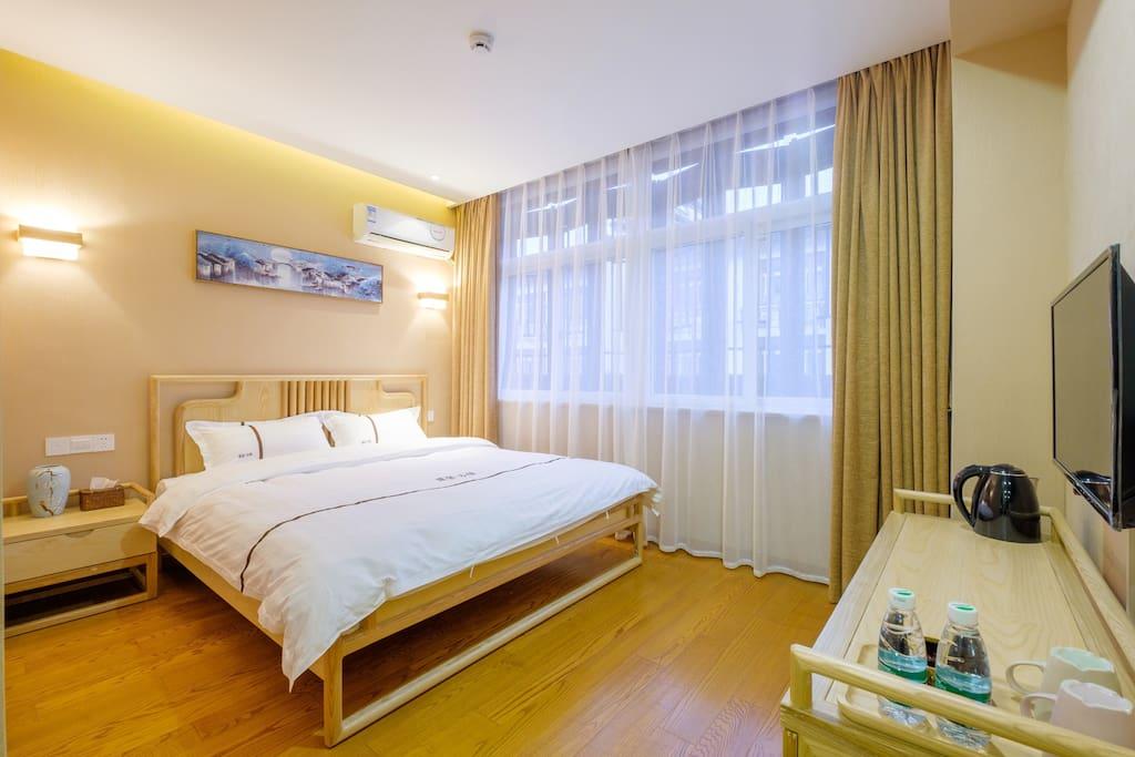 朝南1.8米大床房