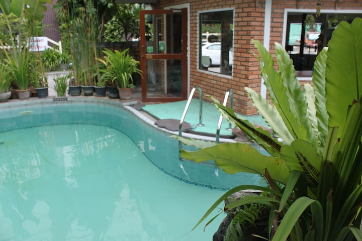 Tha Phae Wood Home (Air Room) - Chiang Mai - Huis
