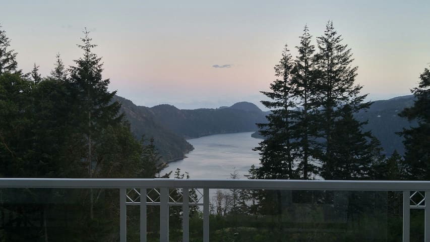 Winterbourne House, Land Below the Lookout,Malahat