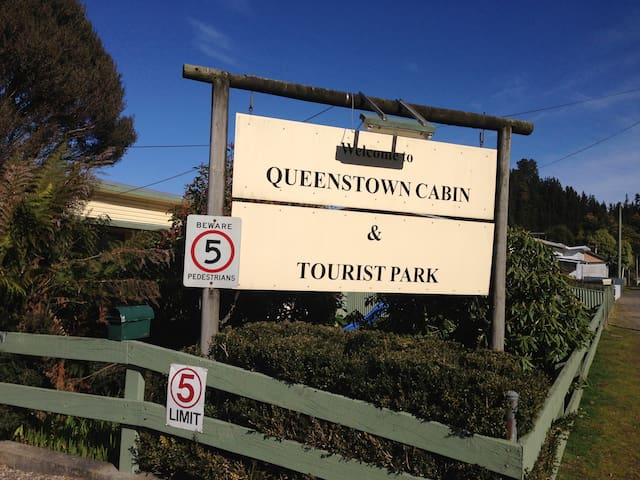 Queenstown Cabin and Tourist Park - Queenstown - Stuga