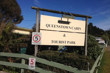 Queenstown Cabin and Tourist Park - Chalet