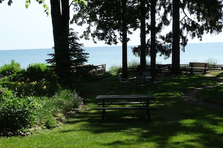 Great Lake Huron*5 BR* Sleeps 14*Peaceful*Retreats - Lexington
