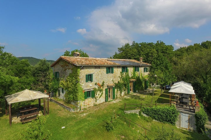 Serene Holiday Home in Gubbio with Swimming Pool