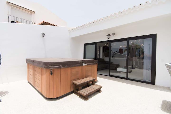Modern 3 bedroom villa with communal pool
