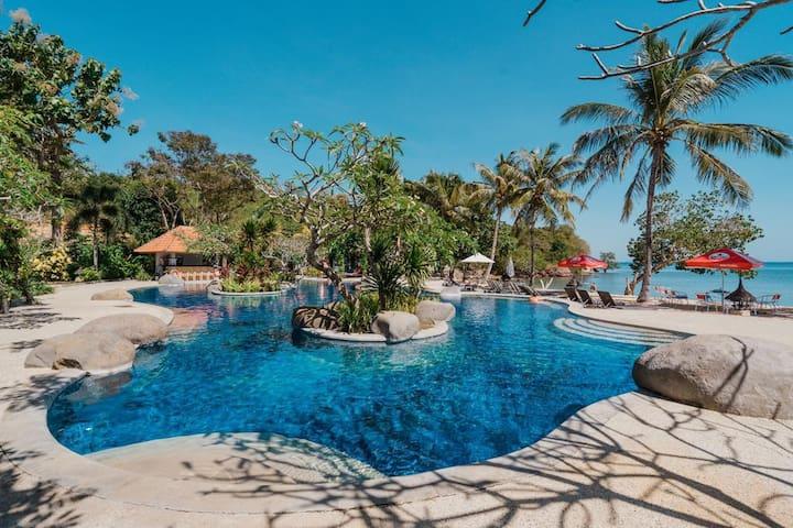 BIntang Room 2 Adult Beachfront Labuan Bajo