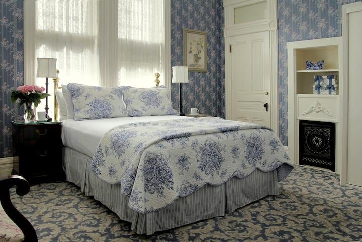 Ellis Room-212 - Victorian Inn