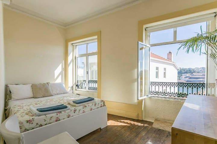 .Sunny River View Room Porto City Center