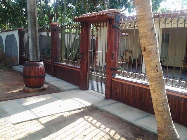 House near the Beach - Playa Rancho Luna - Bed & Breakfast