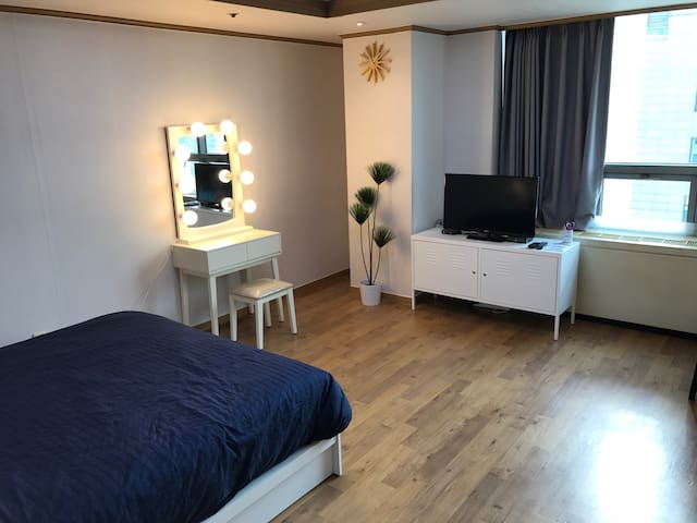 Hongdae Epicenter#S1! Best Location! Great Value!