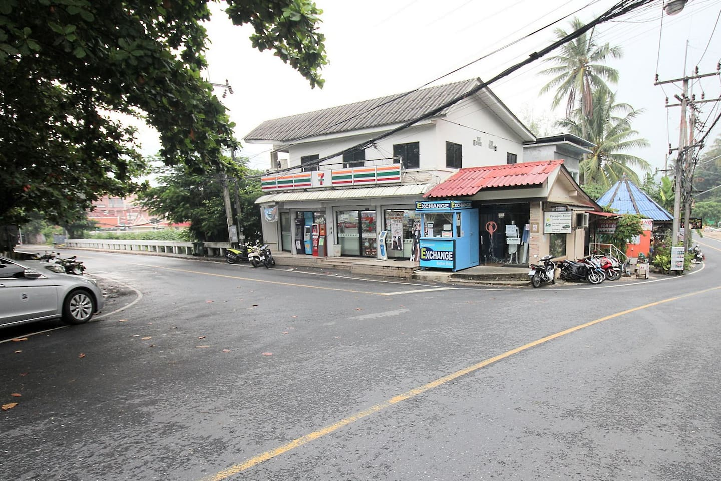 7-11 Convenient Store on the way to the beach. 300 meters away, just 4 minutes walk.