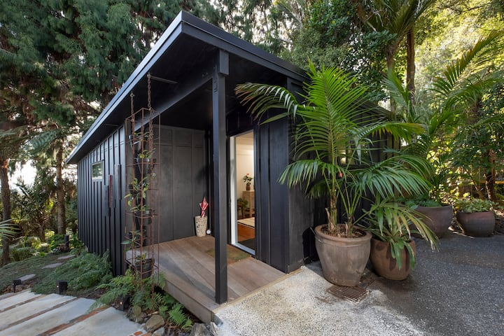 Blackwood Titirangi - within walking distance!