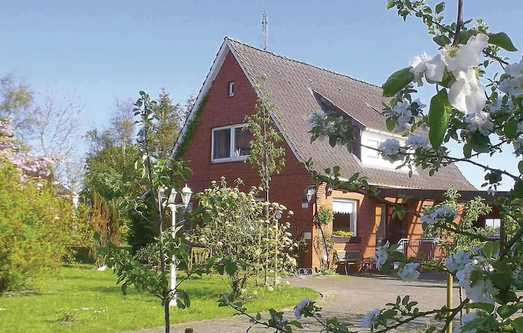 Holiday cottage with 3 bedrooms on 125 m² in Balje