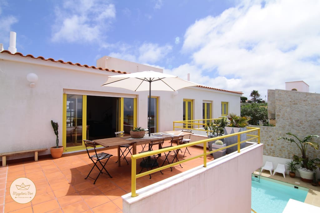 • TERRACE • Step onto the villa's terrace and take in the view. It spreads from the very west to the very east of Ericeira.