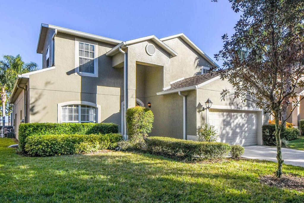 This stunning home is perfectly located for family vacations to Walt Disney World Resort and the other attractions. Offering upscale amenities, decor and comfort, this home will provide the perfect base for your next vacation.