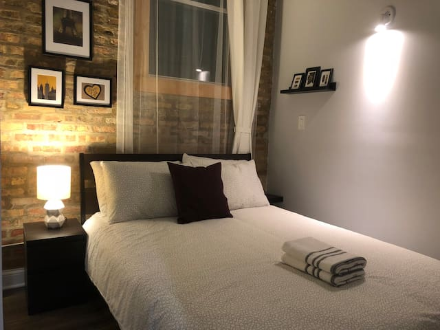 Private Room With Unique Charm in Wicker/Bucktown