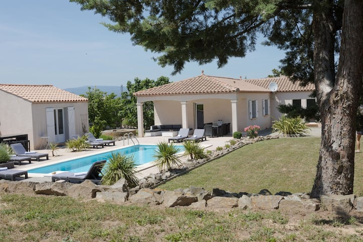 Luscious Villa in Castelnau-d'Aude with Swimming Pool