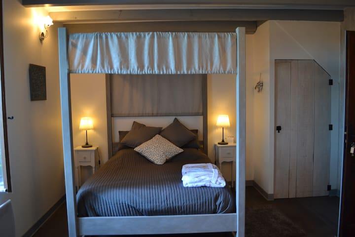Chambre Lilas - Marmande, Casteljaloux et canal.