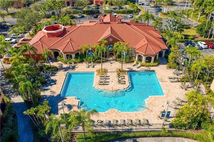 PARADISE IN CLEARWATER!! FULL RESORT! 2 BED/2 BATH