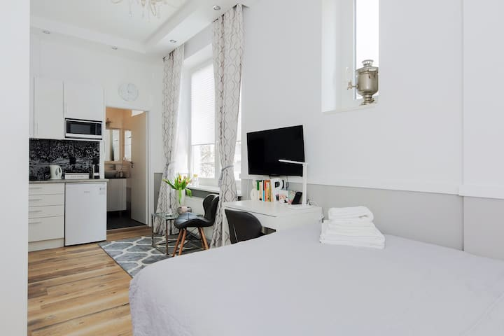 Comfortable continental bed with delicate sheets, large pillows. Studio with kitchenette which among many things has an nespresso coffee maker, microwave oven, refridgerator. Dedicated workspace. Cable TV. Fresh towels & toiletries for every guest.