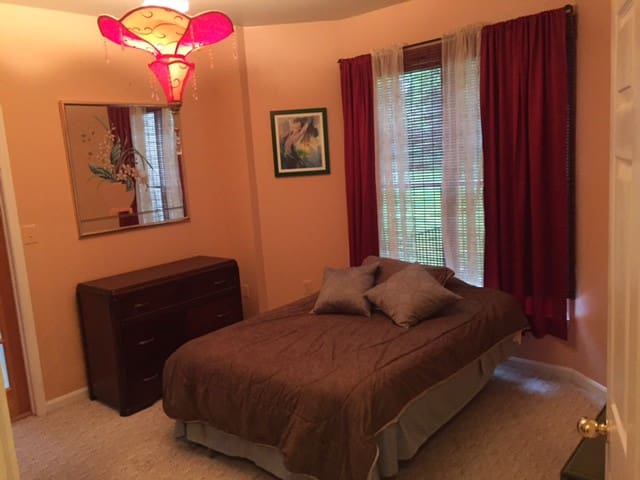 Home Share with quiet, comfortable, private space - Lutherville-Timonium - Casa