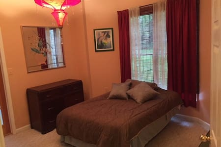 Home Share with quiet, comfortable, private space - Lutherville-Timonium - Дом