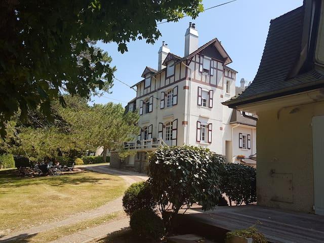 Appartement de charme dans villa classée en forêt