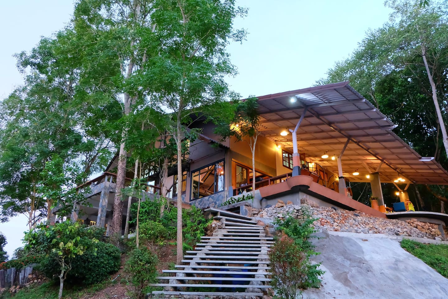 Chongko Club House Locates on the hill filled with mountain view. 3 Bed room types available in Clubhouse