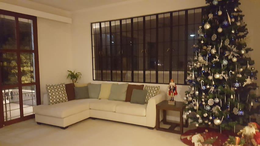 Tagaytay Vacation House Pool Pls Read Full Details