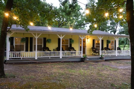 3BR 2BATH on 4 ACRES NEAR TRADE DAYS and WINERIES!