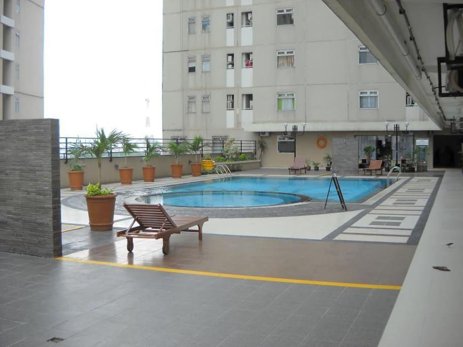 Swimming Pool in Grand Emerald