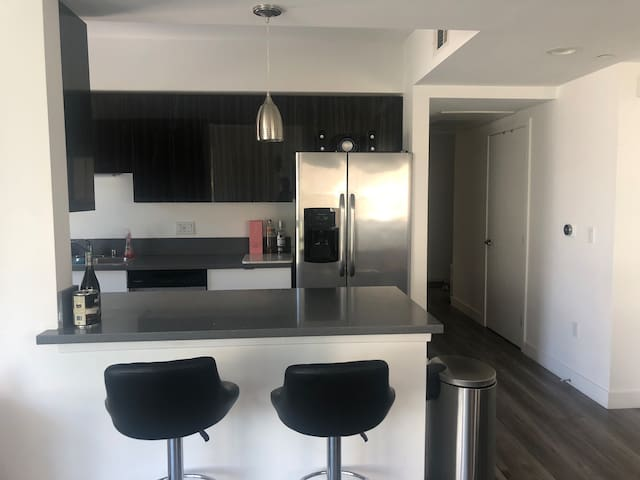 Bright spacious 2b2b in Noho Arts District!