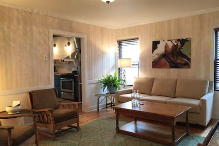The Designers House-Glens Falls, NY - Wohnung
