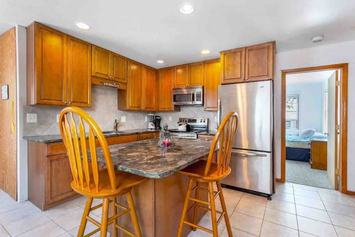 Renovated Condo two blocks from the boardwalk!
