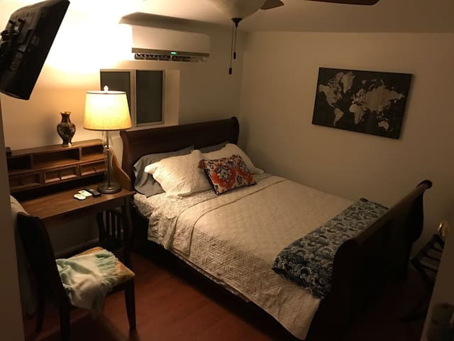 Cozy bedroom near Miami International Airport