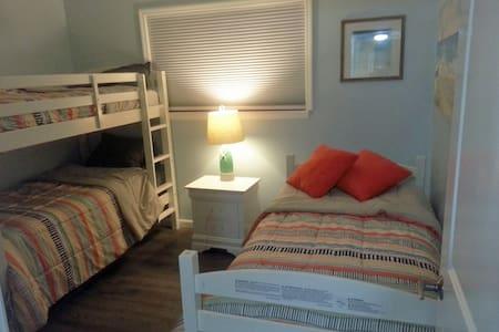 Top Floor Renovated 2 Bedroom Villa On The Beach! - Hilton Head Island - 别墅