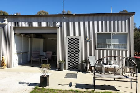 Granny flat opposite golf course