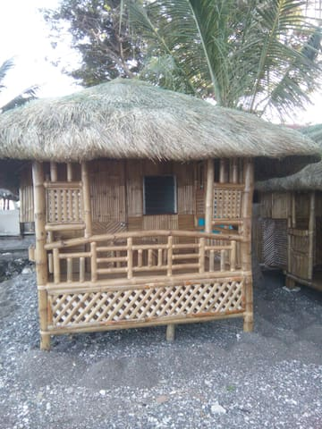 bamboo house on the magnetic beach - Катмон - House