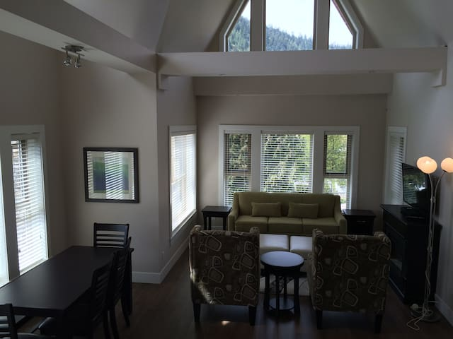 3 Bedroom Grand Suite - Mountain Views - Harrison Hot Springs - Wohnung