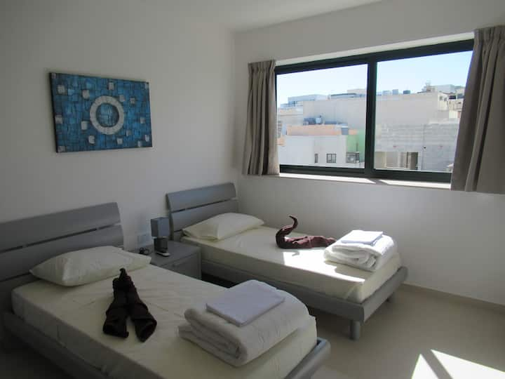 Luxurious - new room with bathroom, 5 min from sea
