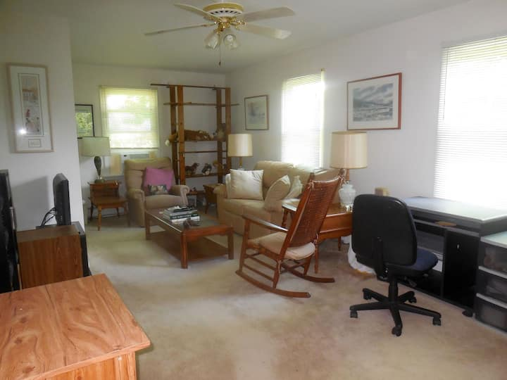 Large Suite in the Chagrin Falls Area