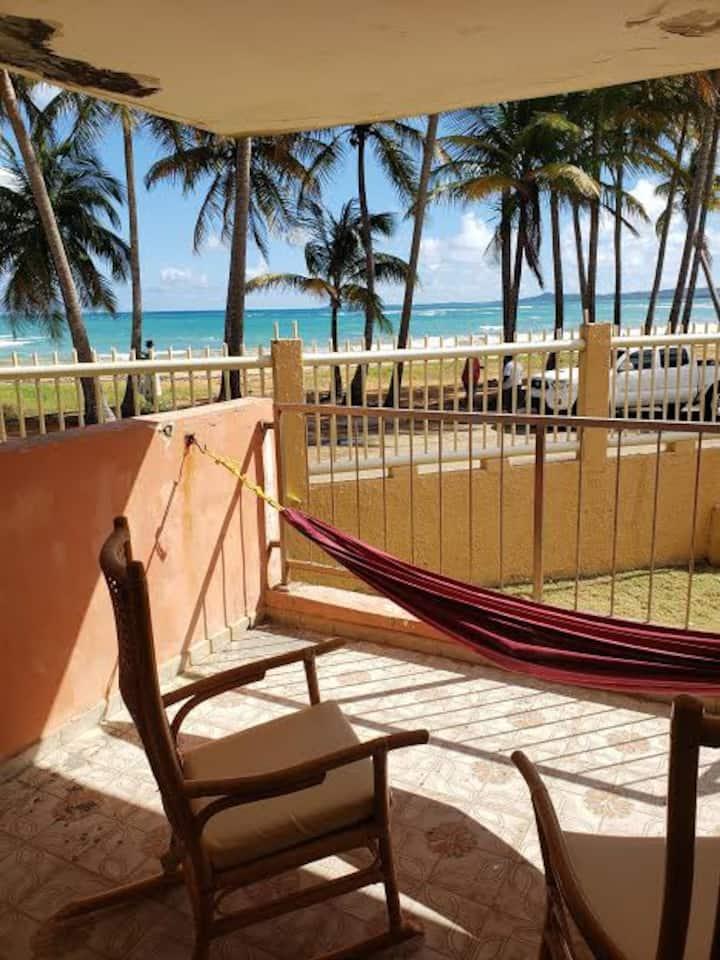 Playa Azul, Luquillo, P.R. 3 hab. frente al mar.