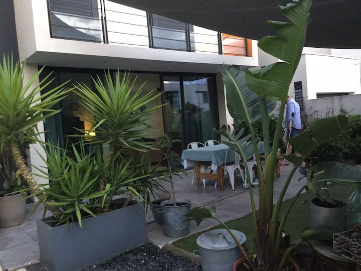 Charmante maison de ville, avec patio ombragé ;)