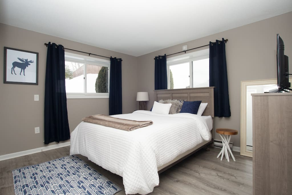Wake up to mountain views from the master bedroom; Master bedroom HD TV with DirectTVNow, Netflix and HBO