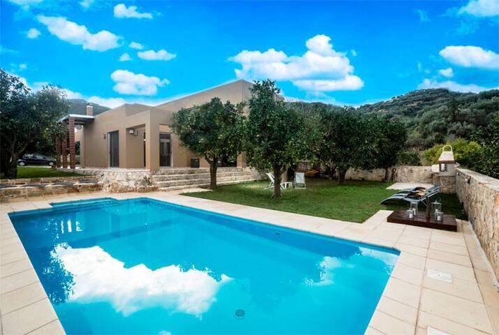 3Bed Orange villa in quiet location - Chania - Hus