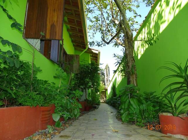 Casa em Residencial, ampla e confortável (I)
