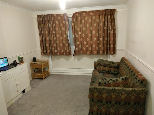 Spacious room with good aliments