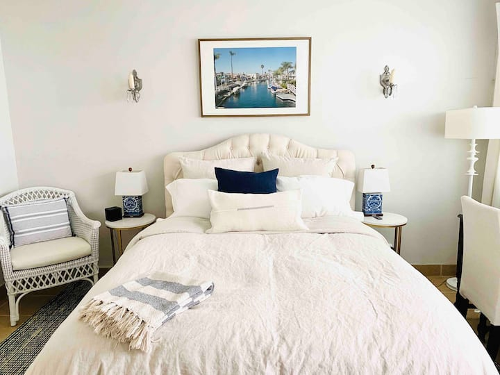 Bright Fresh Beach Cottage by Bay in Belmont Shore