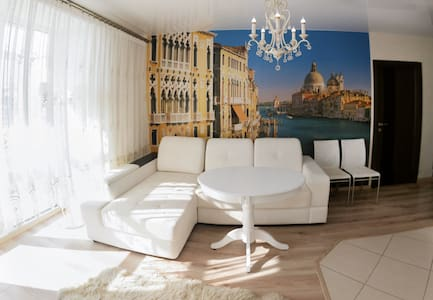 великолепная студия в центре Барнаула - Barnaul - Huoneisto