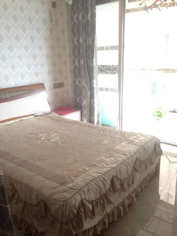 爬山方便 Small Room next to balcony 挨着阳台的小房间 - Wenzhou - Condominio