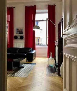 APPARTEMENT BOURGEOIS CENTRE VILLE